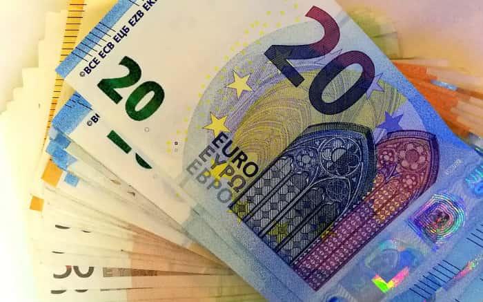 Imagem de dinheiro para texto sobre Transferwise