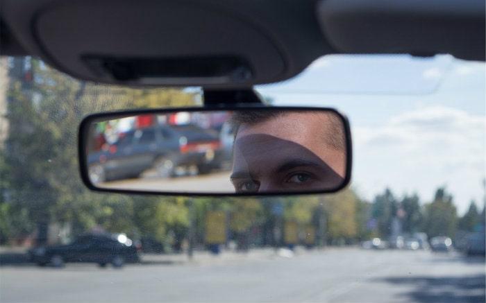 Imagem de para brisa de carro para texto sobre película antivandalismo