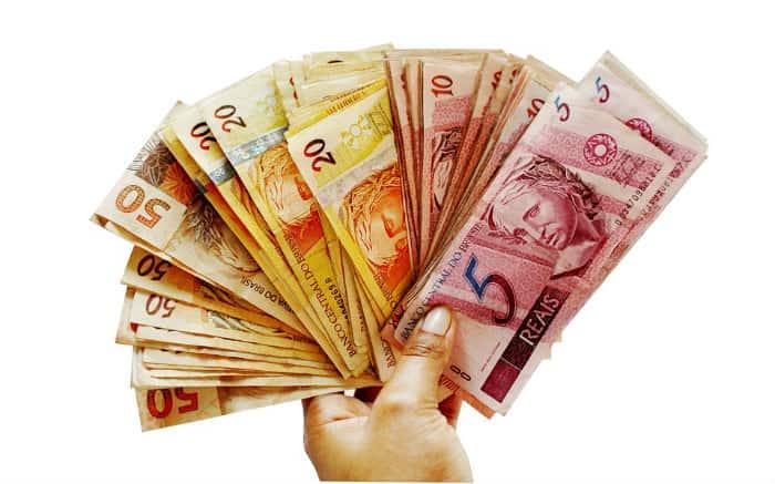 Imagem de dinheiro para texto sobre dicas para empréstimo empresarial
