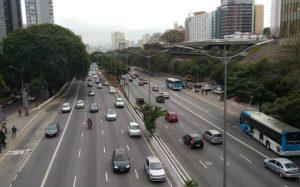 Imagem de trânsito para texto sobre fim do dpvat