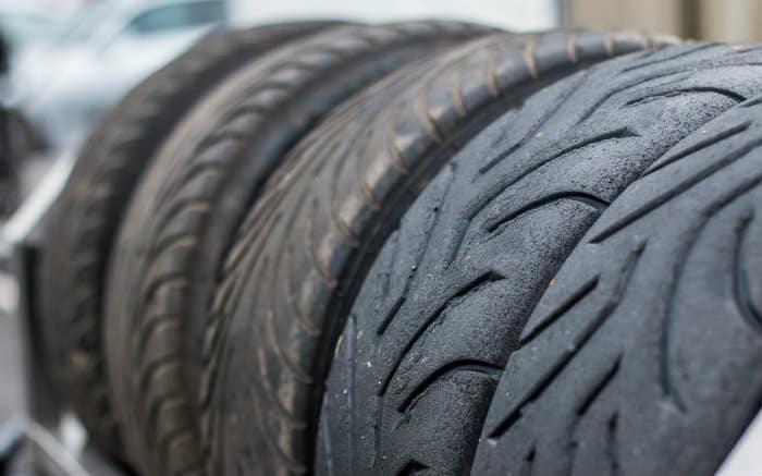 Imagem de pneus para texto sobre Tipos de Estepe
