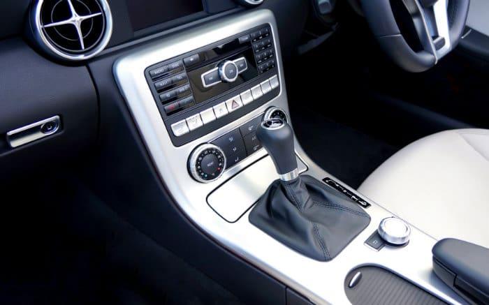 Imagem de painel de carro para texto sobre ar-condicionado digital