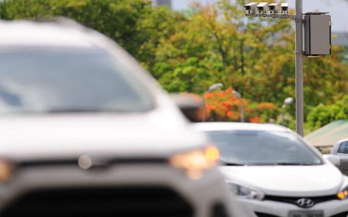 Imagem de carros para texto sobre como pagar licenciamento