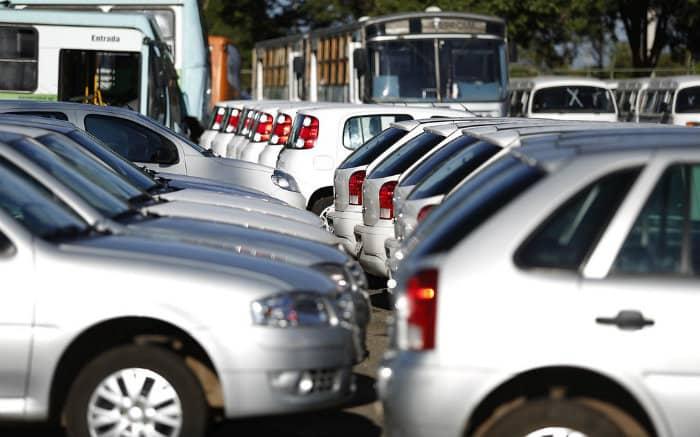 Imagem de frota de carros para texto sobre depreciação de carro