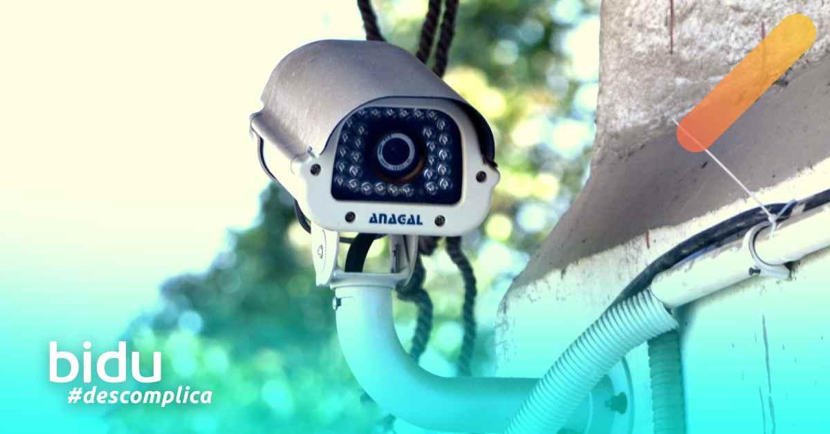 imagem de câmera para texto sobre seguro residencial com monitoramento