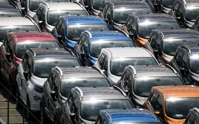 imagem de carros novos estacionados para texto sobre carros mais emplacados 2019
