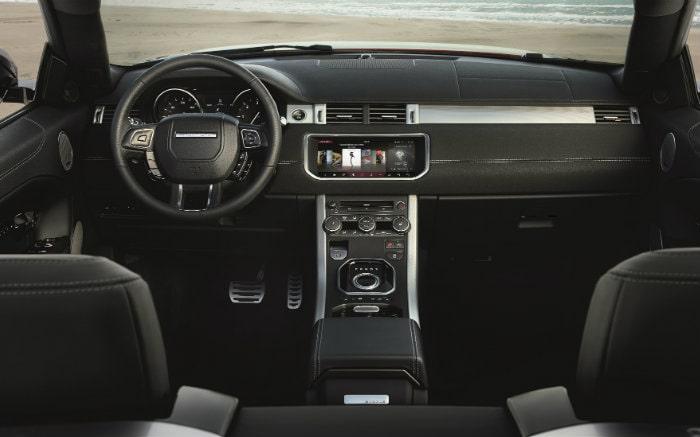 Imagem de interior do carro para texto sobre tipos de sensor de ré