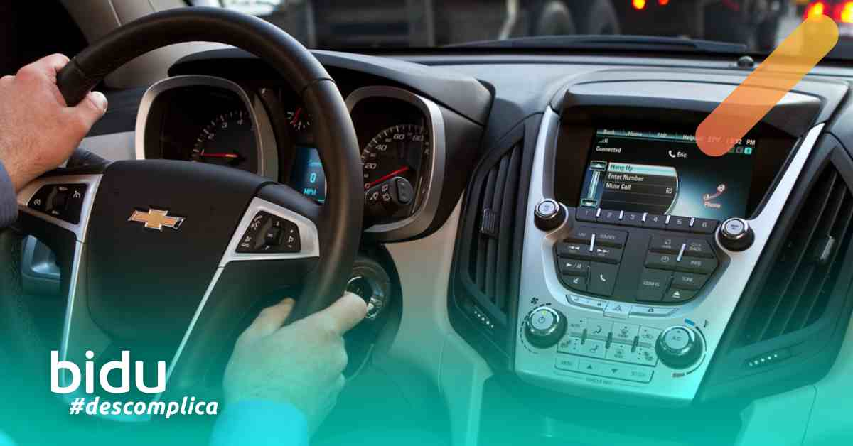 Imagem de carro internamente para texto sobre sistema MyLink