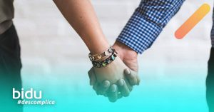 imagem de casal de mãos dadas para texto sobre tipos de seguro de vida Bradesco