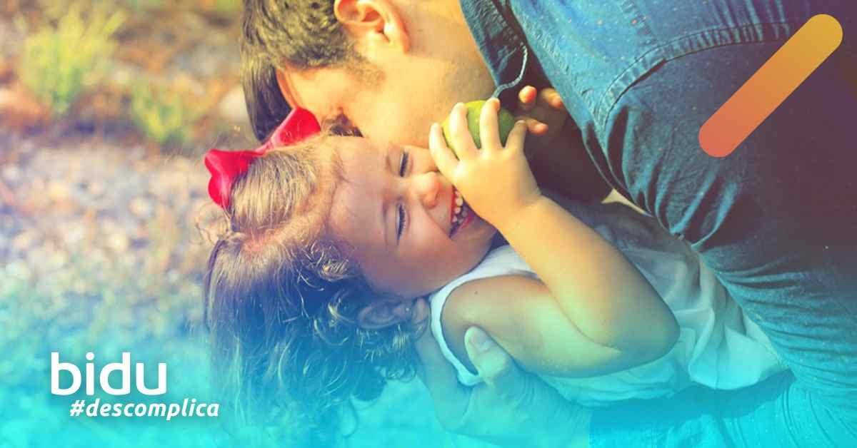 imagem de pai e filha para texto sobre quanto custa um seguro de vida