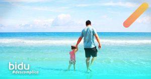 Foto de pai e filha para texto sobre como funciona o seguro de vida