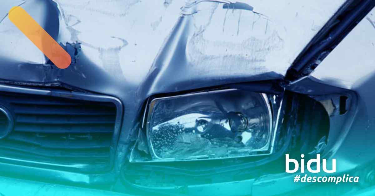 imagem de carro batido para texto sobre erros de trânsito