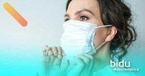 mulher com máscara para texto sobre uso de máscara no carro