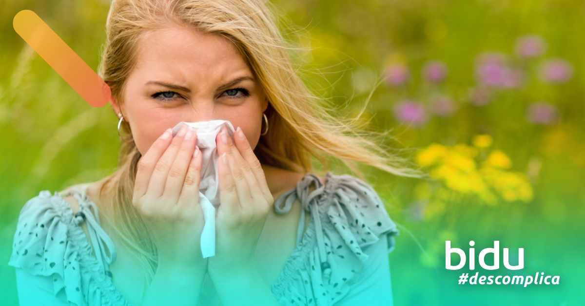 foto demulher espirrando para texto sobre doenças respiratórias de outono