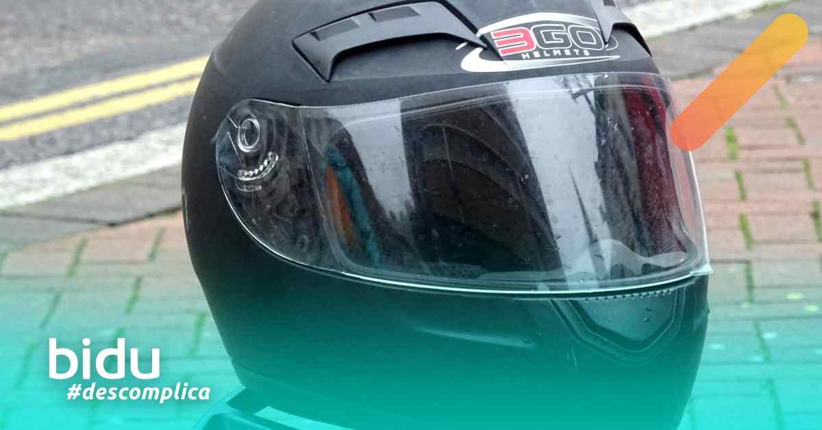 """Foto de cabacete para texto sobre """"Seguro moto cobre acidentes?"""""""