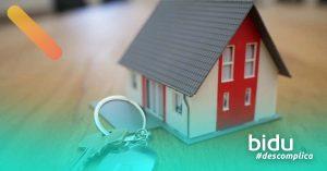 foto de casa e chave para texto sobre o que o seguro fiança cobre