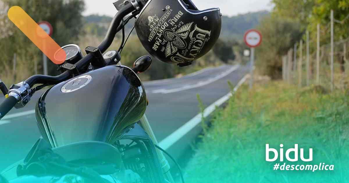 Foto de moto para texto sobre cobertura mínima do seguro de moto